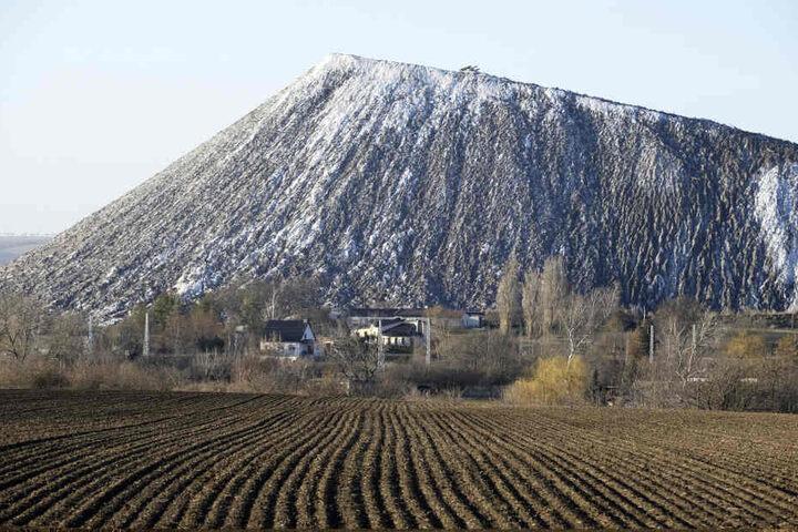 Eine Abraumhalde des ehemaligen Kaliwerkes der Grube Teutschenthal.