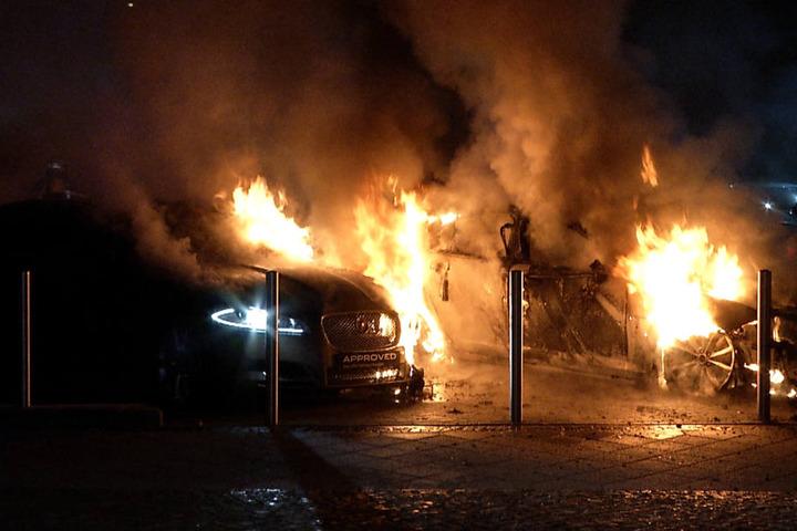 Die Polizei geht von Brandstiftung aus.