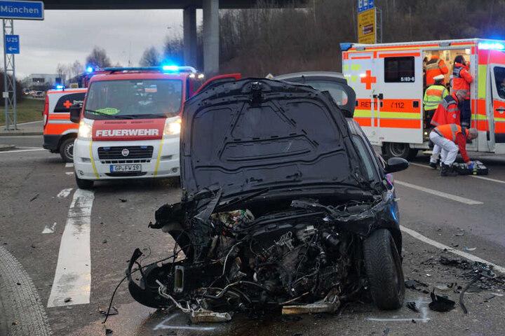 Ein Blick auf den beschädigten BMW.