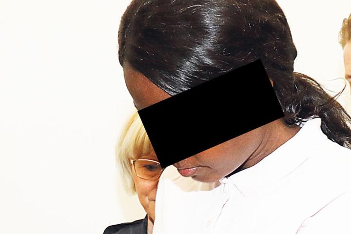In Chemnitz ist die zierliche Mutter als Mörderin angeklagt.