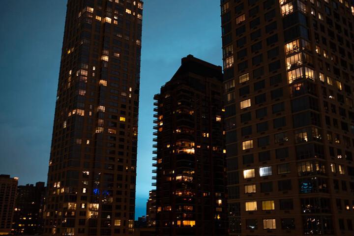 Die Lichtblitze über der Stadt waren auch von der Upper West Side Manhattans zu sehen.
