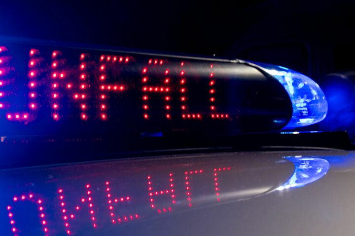Der Kia war nach dem Unfall nicht mehr fahrbereit und musste abgeschleppt werden. (Symbolbild)