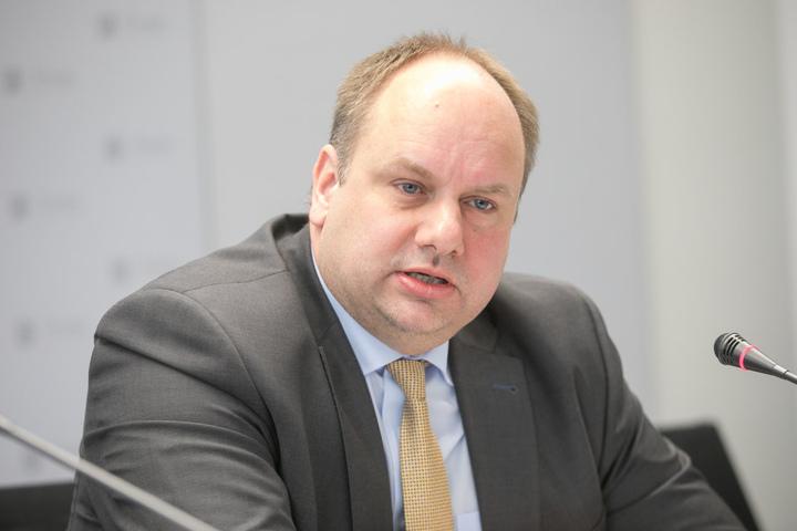 Setzt sich für die neue Bahntrasse ein: OB Dirk Hilbert (45, FDP).