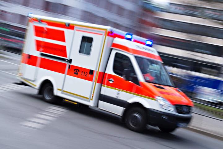 Fünf Personen wurden von Rettungswagen in Krankenhäuser eingeliefert.