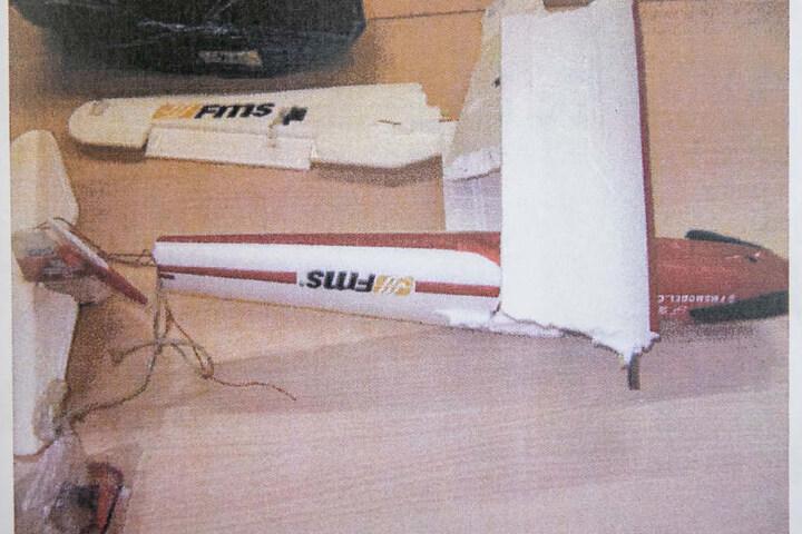 Die Trümmer des Modellflugzeuges, das in Sohland abgestürzt sein soll.