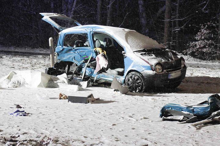 Der Beifahrer im Renault hatte bei dem Unfall keine Chance.