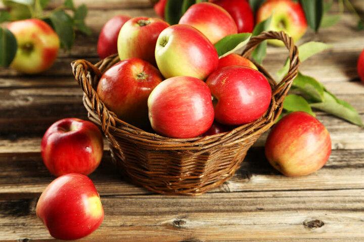 Der Gepeinigte versuchte sich mit dem Wurf eines Apfels zu verteidigen (Symbolbild).