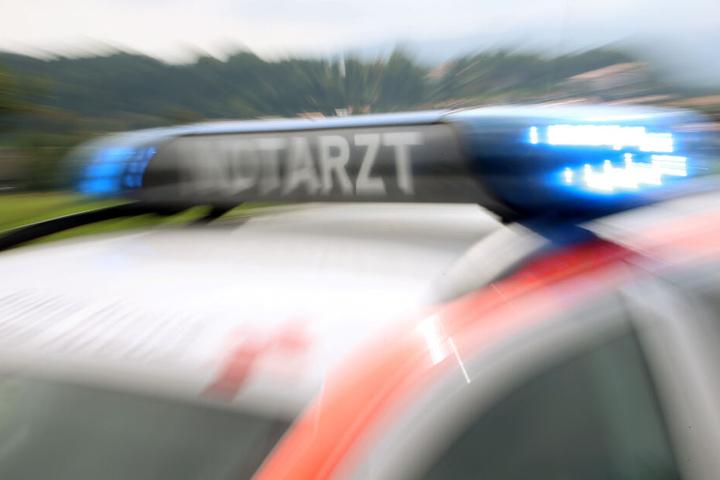 Der bislang unbekannte Fahrer des Kleinlasters starb bei dem Unfall. (Symbolbild)