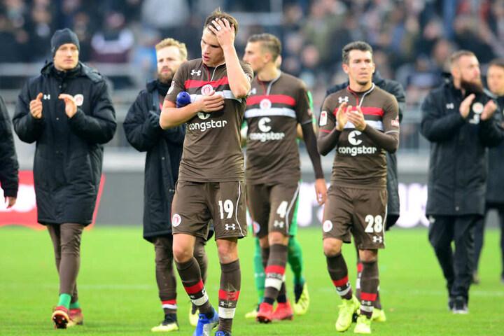 Der FC St. Pauli prüft Schadenersatzforderungen nach den Ausschreitungen rund um das Spiel gegen Dresden.