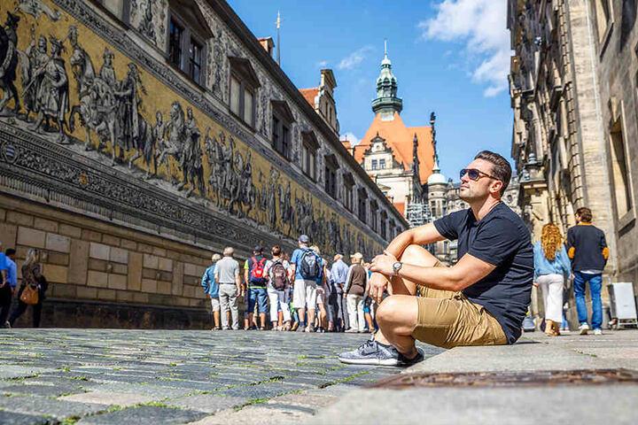 TAG24 ging mit dem Bachelor von 2018 auf Sightseeing-Tour. Den Fürstenzug kannte der Berliner bisher noch nicht.
