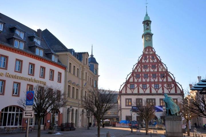 Das fast 500 Jahre alte Gebäude des Gewandhauses wird grundlegend saniert.  2019 sollen die Arbeiten beendet werden.
