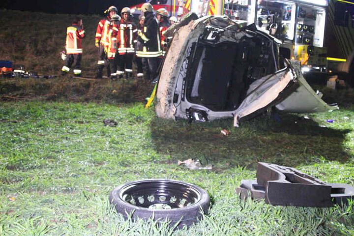 Der VW Golf des 22 Jahre alten Fahrers wurde bei dem Unfall komplett zerstört.