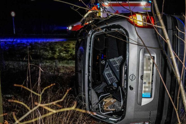 In Esslingen überschlug sich ein Auto und kam 100 Meter weiter in einem Wald zum Stehen.
