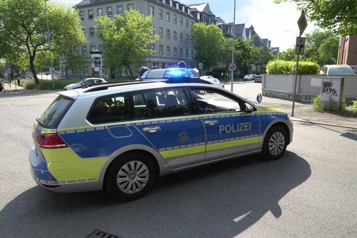 Die Polizei sperrte die Straße während der Unfallaufnahme ab.