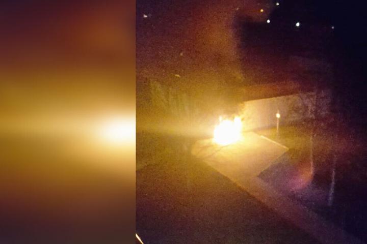 Der Brand wurde von Zeugen fotografiert.
