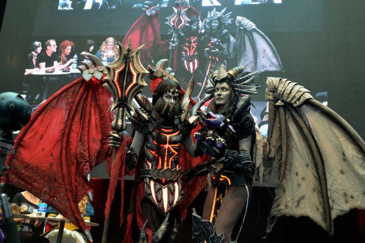 Cosplayer präsentieren ihre aufwändigen, selbstgebauten Kostüme. (Archivbild)
