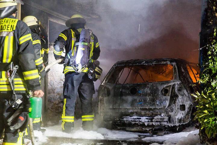 Berufs- und Freiwillige Feuerwehr löschten den Brand gemeinsam.