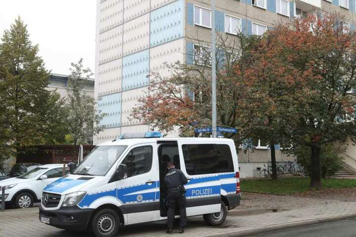 Einsatzkommandos durchsuchen in fünf Bundesländern Wohnungen.