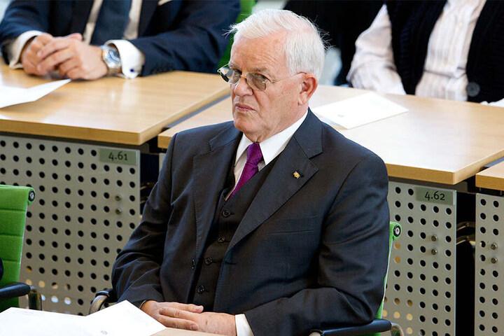 Der ehemalige sächsische Landtagspräsident Erich Iltgen (CDU) sitzt am 3.10.2013 bei einer Feststunde zum Tag der Deutschen Einheit im sächsischen Landtag in Dresden. Iltgen ist am 10.06.2019 gestorben.