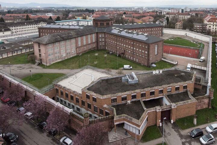 Die Justizvollzugsanstalt in Freiburg. Hier ist der Gefangene jetzt nicht mehr. Wo seine neue Zelle liegt, gibt die Polizei nicht bekannt.