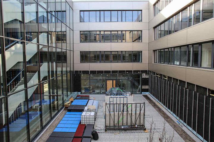 Klassenzimmer unter freiem Himmel: Auf den Innenhöfen darf künftig auch gelernt werden.