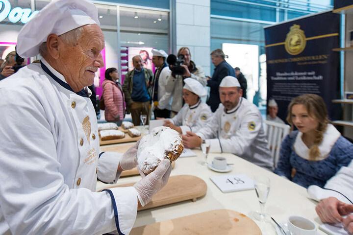 Bäckermeister Siegfried Heller präsentierte der Jury am gestrigen Freitag Dutzende Stollen.