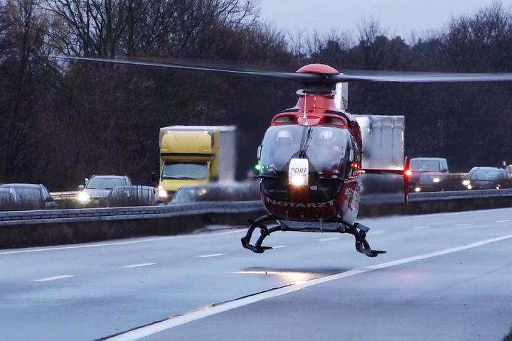 Ein Rettungshubschrauber musste auf der A5 landen.