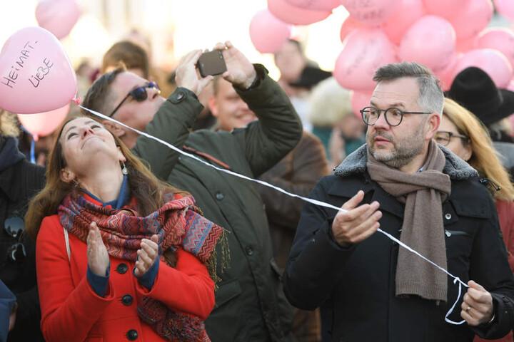 """""""Heimat-Liebe"""": Mit Luftballons gegen die NPD."""
