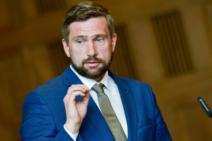 """So nicht!"""" Die Straßenbaubehörde von Sachsens Verkehrsminister Martin Dulig (43, SPD) hat die zuständige Firma auf der A4 zu Nacharbeiten verdonnert."""