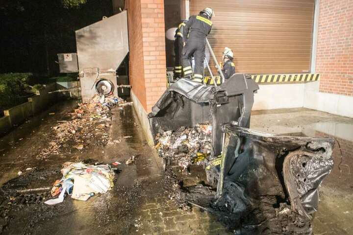 Ein Übergreifen der Flammen konnte die Feuerwehr grade noch verhindern.