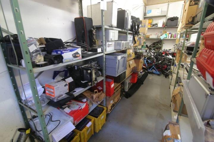 Das Lager des 33-Jährigen und seiner Komplizin umfasste mehr als 1000 Gegenstände.