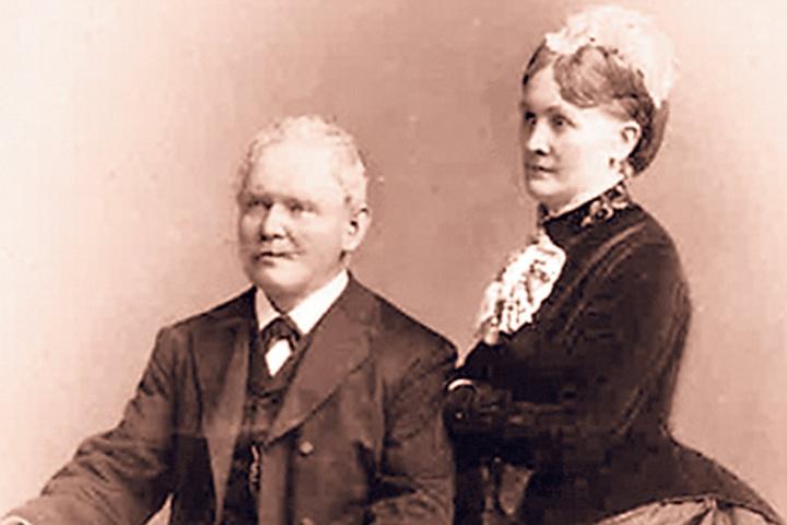 """Firmengründer August Ludwig """"Louis"""" Jumpelt mit seiner Gattin. Sein Vater war  Theaterfriseur."""