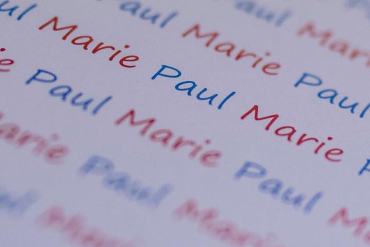 """Die Vornamen """"Marie"""" und """"Paul"""" stehen auf einem Blatt Papier. (Archivbild)"""
