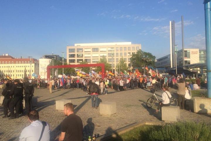 Rund 2500 Zuschauer sollen sich auf dem Postplatz versammelt haben.