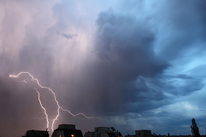 Der DWD rechnet mit starken Gewittern.