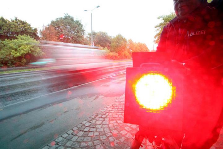 Zwickau sieht rot: Die Blitzereinnahmen fürs Stadtsäckel sind um eine halbe Millionen Euro zurückgegangen.
