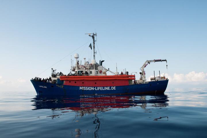 """Das Schiff wurde von der Dresdner Organisation """"Mission Lifeline"""" im Mittelmeer eingesetzt."""