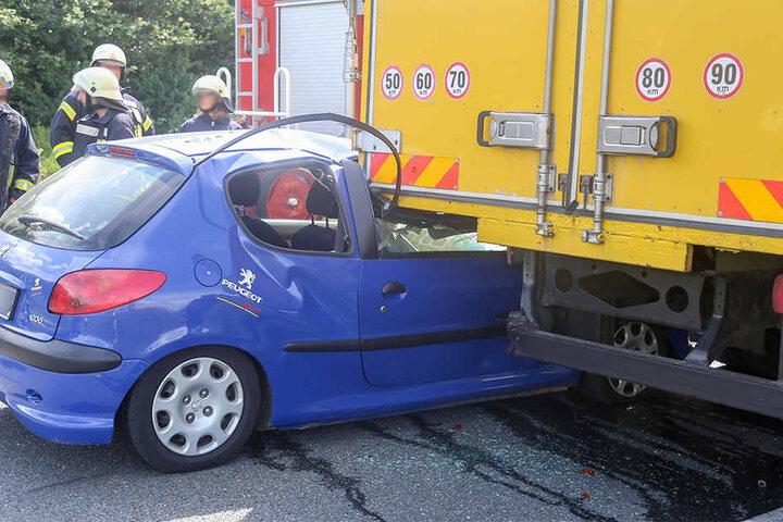 Glücklicherweise saß kein Beifahrer in dem Peugeot.
