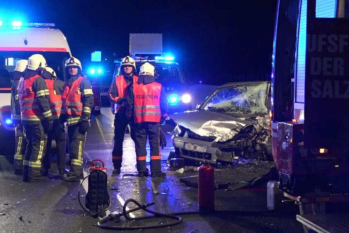 Die Rettungskräfte waren auf der Autobahn 1 mit einem Großaufgebot im Einsatz.
