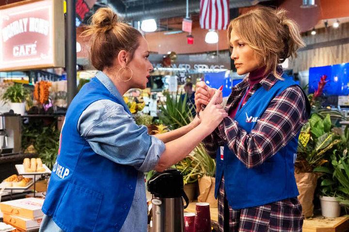 """Die Freundinnen Leah Remini (l.) und Jennifer Lopez können """"Manhattan Queen"""" nicht retten."""