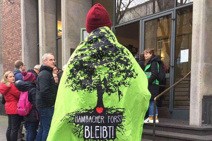 Vor dem Kölner Verwaltungsgericht am Dienstagvormittag streitet der BUND gegen das Land NRW wegen des Hauptbetriebsplans.