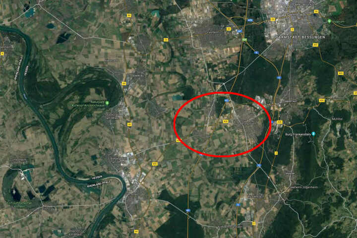 Bei Pfungstadt war der Mercedes auf der A67 zunächst in die Leitplanke gekracht, ehe dann auch noch der Laster in das Auto hineinfuhr.