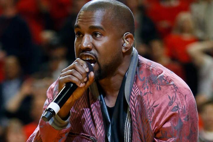 US-Rapper Kanye West bei einer Performance während eines NBA-Halbifnals.