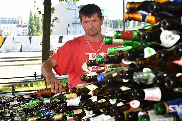Der obdachlose polnische Straßenkünstler und Bauarbeiter, Petrov Chojnacki, ist stolz auf sein einzigartiges Konstrukt.