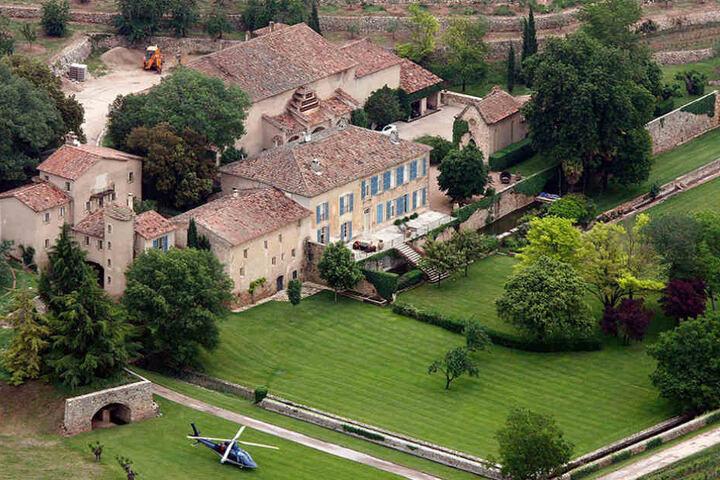 Dieses Schloss in Frankreich kauften Pitt und Jolie 2011.
