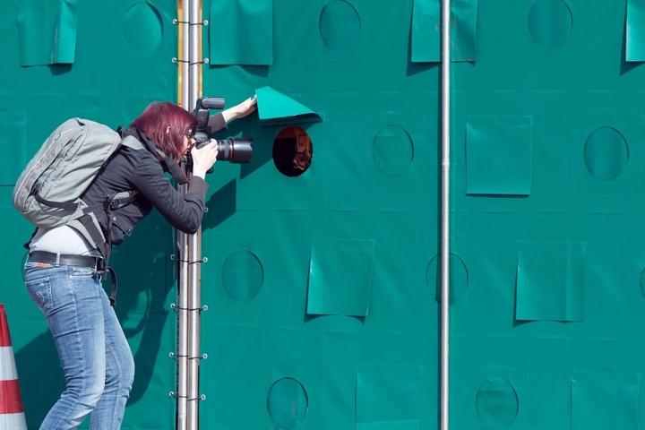 Auch Sichtschutzwände halten manche Gaffer nicht ab. (Symbolbild)