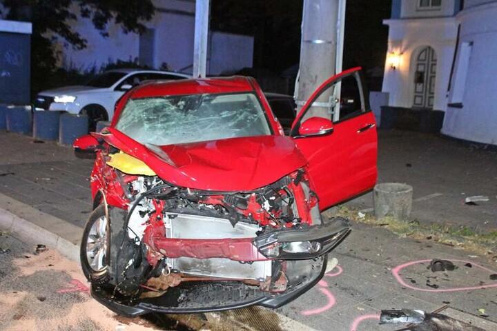 Auch der Honda musste nach dem Crash abgeschleppt werden.