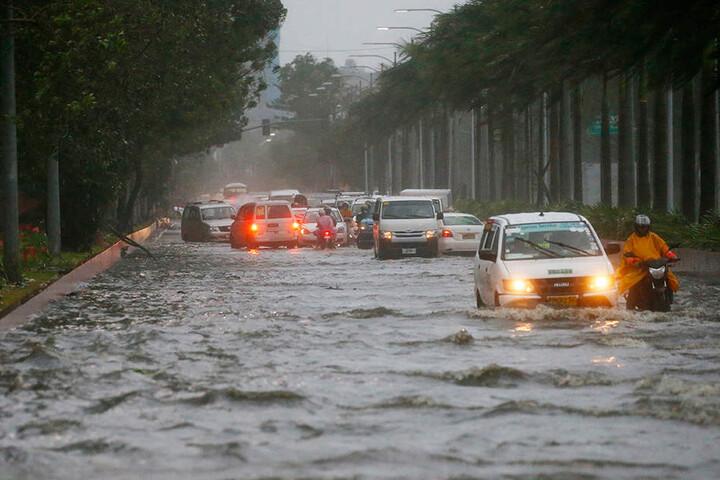 """""""Mangkhut"""" brachte starke Regenfälle, Sturm und in Küstengebieten Sturmfluten."""