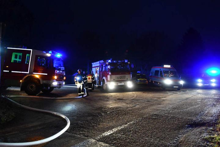 Die Feuerwehr war mit mehreren Einsatzwagen vor Ort.