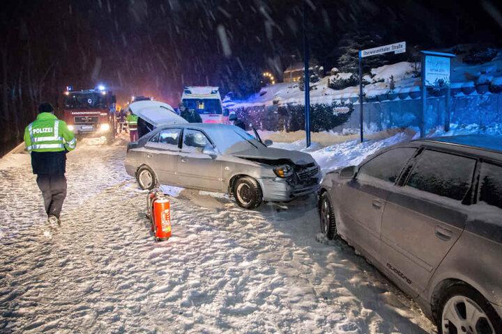 Der Hyundai geriet in den Gegenverkehr und krachte frontal in einen Audi.